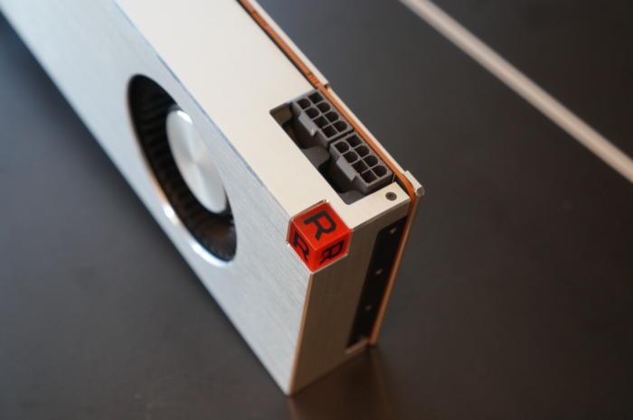 Les Radeon Vega sont côté de deux branchement 8 broches pour l'alimentation.